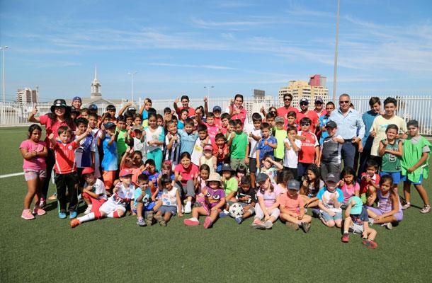 ninos-de-escuela-de-verano-del-municipio-fueron-futbolistas-por-un-dia-y-compartieron-con-el-cda
