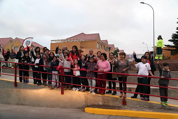 tras-12-anos-de-espera-vecinos-del-sector-avenida-petronila-cuentan-con-seguro-bandejon-central
