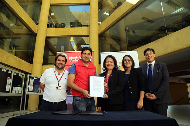 municipio-firma-acuerdo-con-facultad-juridica-de-la-ucn