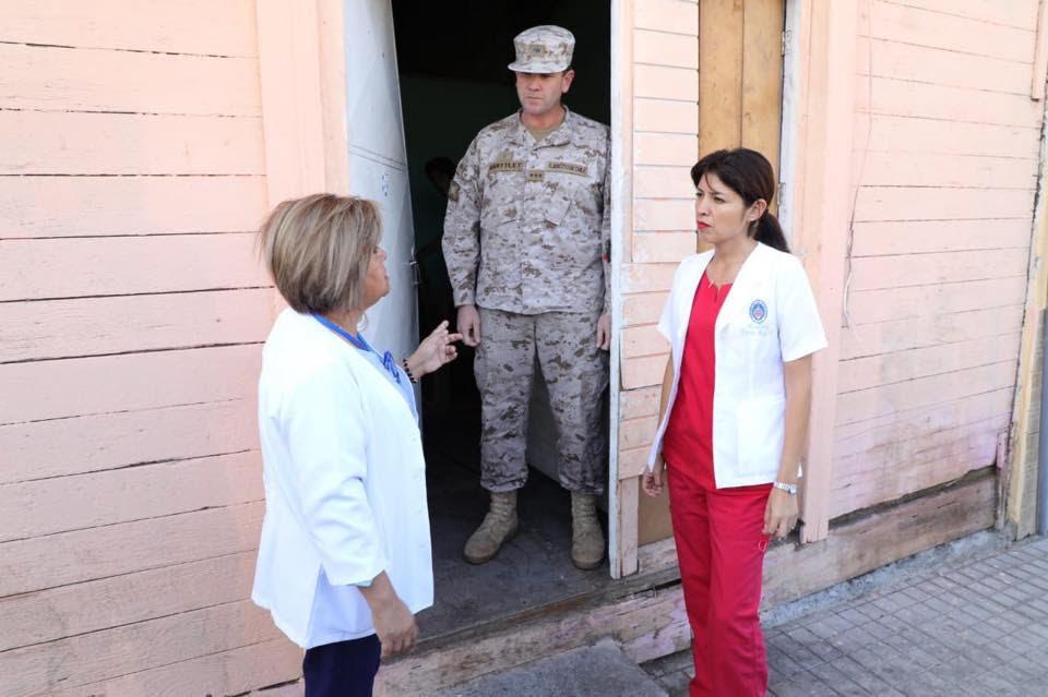alcaldesa-junto-a-seremi-de-salud-visitan-casa-abandonada-que-es-un-foco-de-basura-en-barrio-estacion