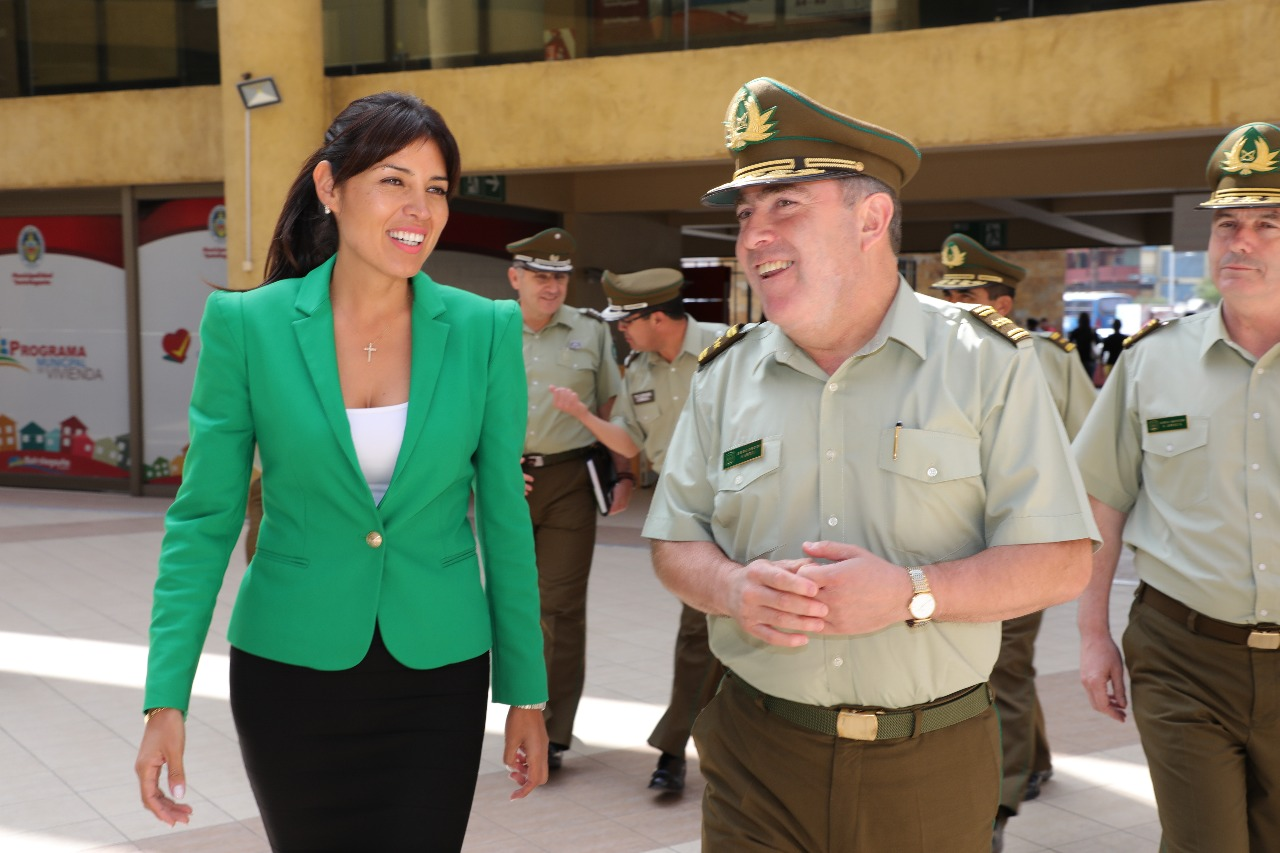general-director-de-carabineros-hermes-soto-visito-alcaldesa-karen-rojo