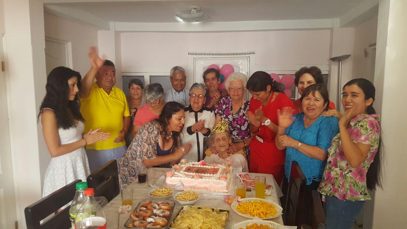 alcaldesa-sorprende-a-vecina-en-celebracion-de-su-cumpleanos-numero-100