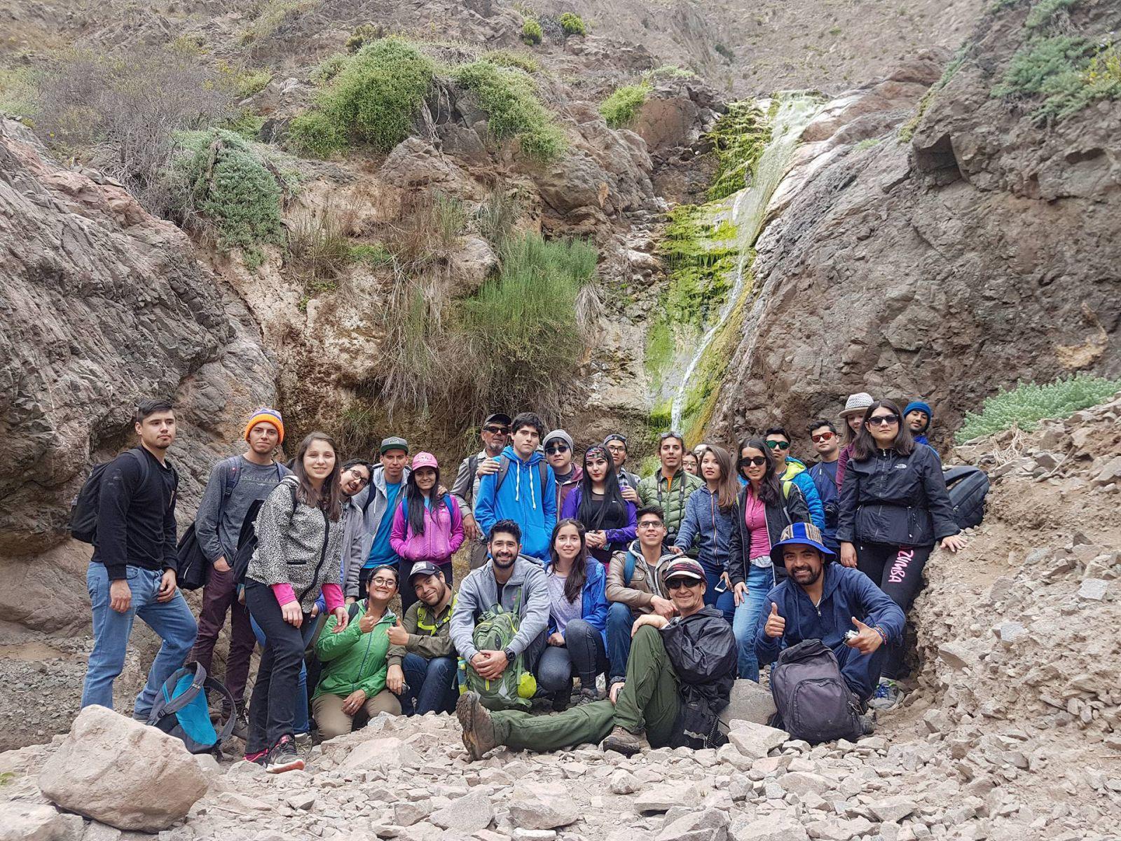 jovenes-visitaron-oasis-de-niebla-de-paposo-en-jornada-de-educacion-ambiental-organizada-por-el-municipio