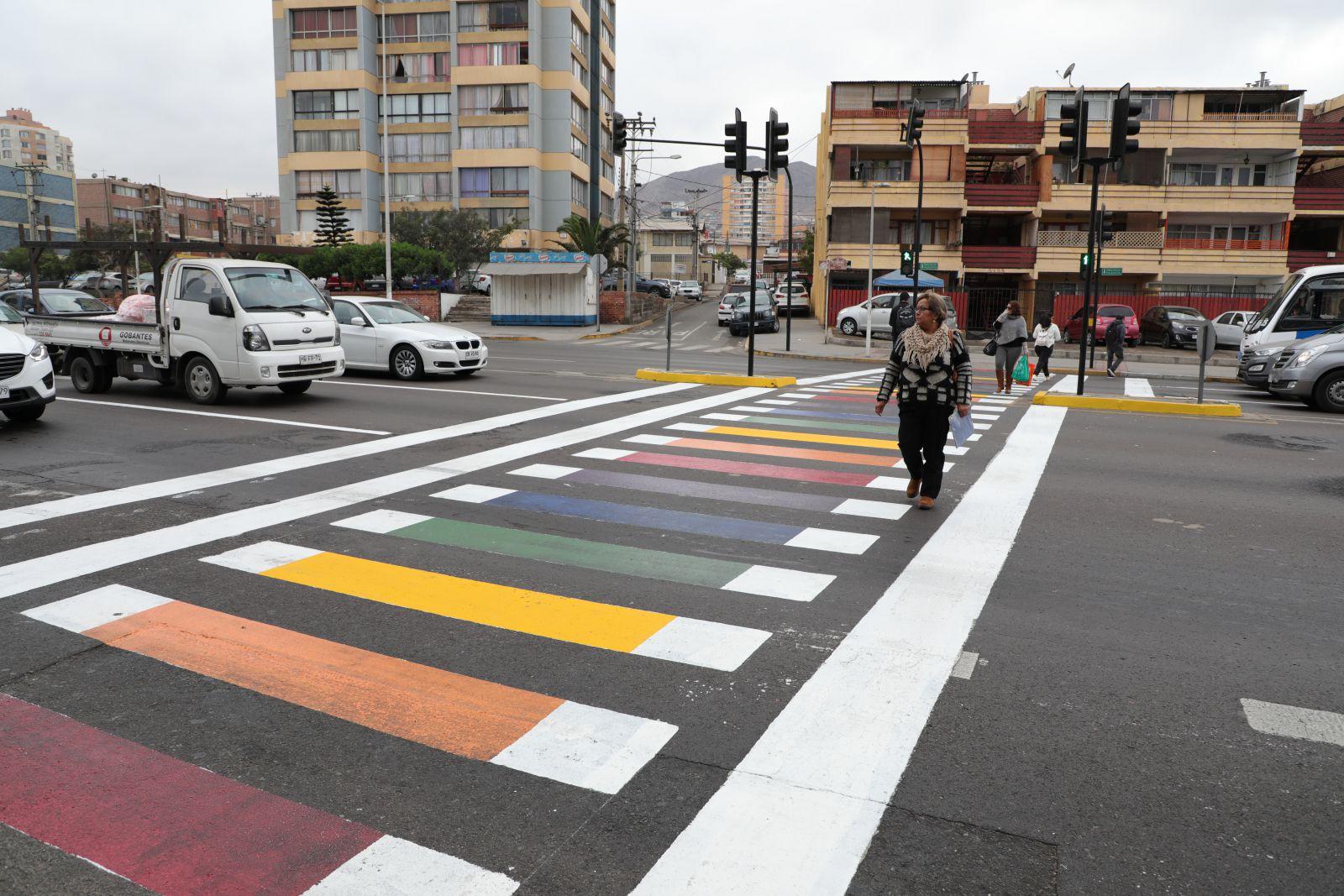 paso-de-cebra-amanecio-pintado-de-diversidad-enviando-mensaje-de-inclusion-en-antofagasta