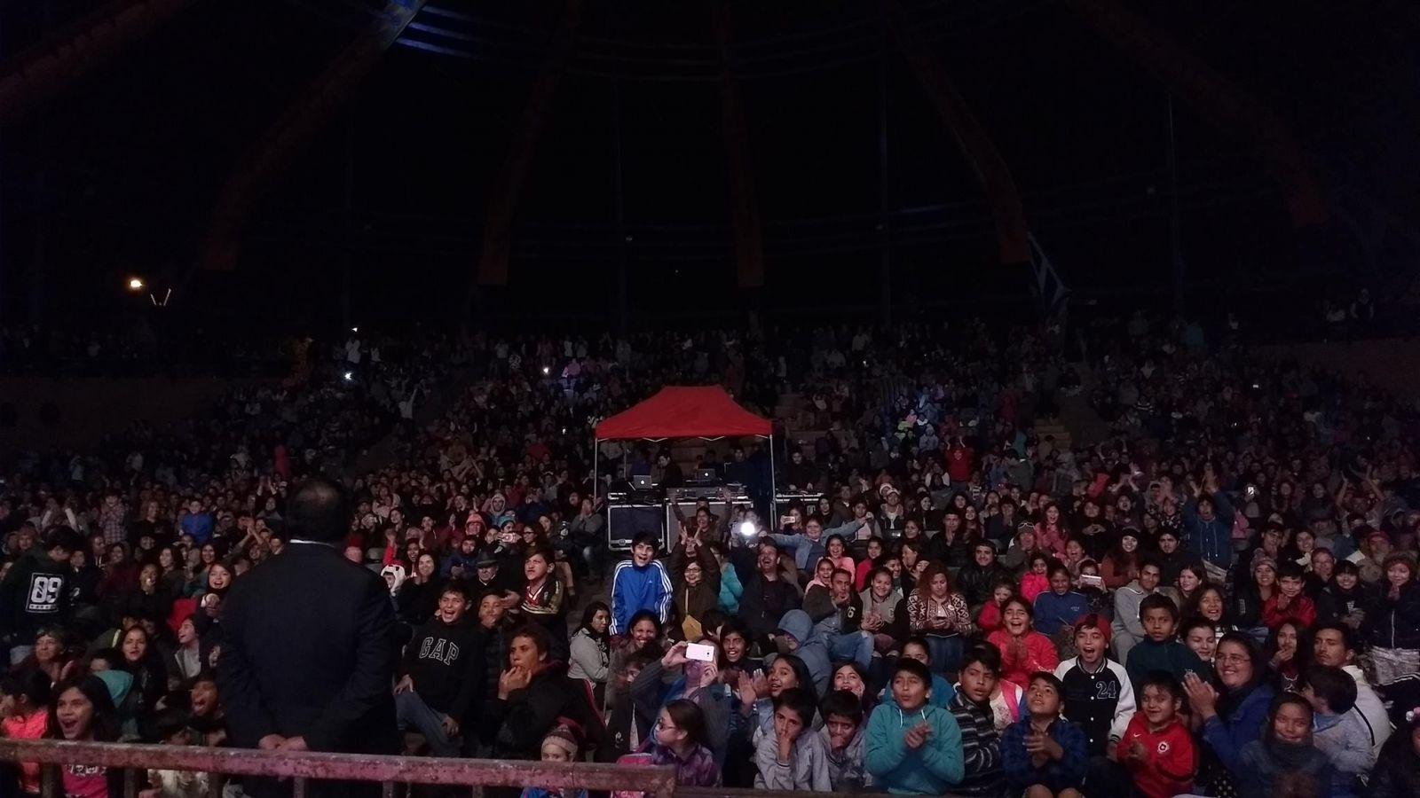 mas-de-5-mil-personas-llegaron-a-la-bicentenario-a-celebrar-a-los-papas